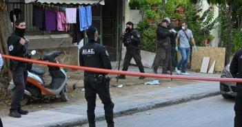 Δολοφονία στο Αιγάλεω: Με ματωμένα χέρια και ρούχα στη ΓΑΔΑ ο 20χρονος – Τι είπε στους αστυνομικούς
