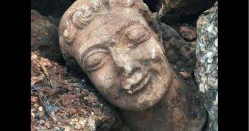 Άκτιο: Bρήκε στη θάλασσα μαρμάρινη κεφαλή ανδρικής μορφής Ρωμαϊκών χρόνων