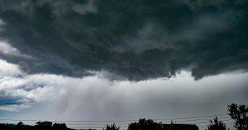 Καιρός: Βροχές και καταιγίδες – Πού θα ανοίξουν οι ουρανοί