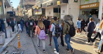 Αγρίνιο: Συγκέντρωση και πορεία μαθητών Λυκείου στο κέντρο της πόλης – Ζητούν την κατάργηση της Ελάχιστης Βάσης Εισαγωγής